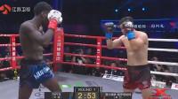 黑人拳手先犯规击打后脑再趁说话时偷袭中国小伙反手将其KO