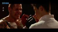 黑拳:美国硬汉连赢两局,战狼吴京上场,几招就打倒他