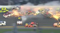 赛车现场突发事故 18辆车撞成一团火花四溅