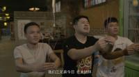 三个男子喝醉酒,在饭店里烧起了香