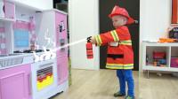 萌娃小可爱们在家举行了一次有趣的消防演习,萌娃:以后要更加的注意用火安全哟!