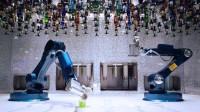 用造车的机器人调酒,调制一杯鸡尾酒只需90秒,像变魔术