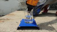 浓硫酸和王水谁更厉害?老外用锁测试,看完锁的下场就明白了
