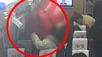 女子动车上行李箱脱手 身旁女乘客当场被砸昏迷