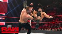 【RAW 02/18】德鲁为了羞辱汀安布罗斯 一个砍刀脚不够 再发第二个