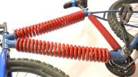 国外小伙把自行车的三条主要支杆换成弹簧,网友:这样还能骑吗?