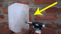 20厘米厚的冰块遇到喷火枪会怎样?网友:融化过程我能看1小时!