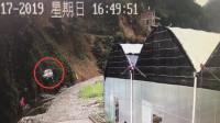 面包车滚下30米山崖 2人飞奔营救救出5人