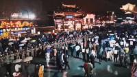 小雨浇不灭客流:元宵节当晚38万人次光顾夫子庙