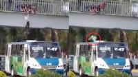 女子跳桥寻短见 巴士司机机智倒车将其接住