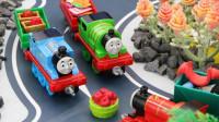 米奇妙妙屋举行小火车狂欢聚会,米奇邀请了很多小火车来参加