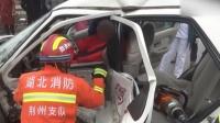驾校教练车撞上私家车 徒弟学科三把教练送进医院