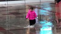 小猪佩奇最爱玩的跳水坑,妈妈好无耐啊