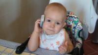 宝宝还不会说话,打电话就特别来劲,真是戏精