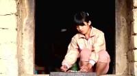 《变形计》漂亮农村女孩,年幼时妈妈去世爸爸入狱,独自一人生活