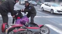 郑州环卫洒水致路面结冰摔百余人