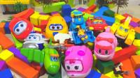 变形金刚机器人和小飞侠玩具