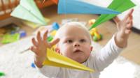 1岁宝贝反复扔东西?其实是学到了这个新本领