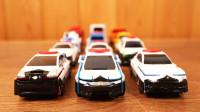 各式各样的汽车玩具变形