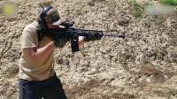 合为一体的AR-15突击步枪,它不仅有两根枪管还有两个弹匣!
