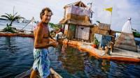 外国人真会玩,用15万个瓶子建起一座小岛,有房有树还有无线网