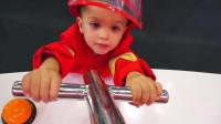 萌娃小可爱们在儿童乐园里参加了一次有趣的消防演习,萌娃:真是一次有意义的体验呢!