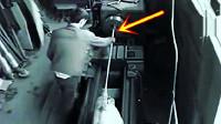 国外工人打开机器正要工作,危险突然降临,悲剧发生了!