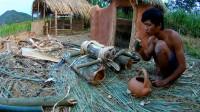 小伙荒野生存,制造原始榨汁机,熬制天然甘蔗糖
