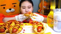 韩国大胃王卡妹吃巨型香肠,淋上番茄酱和蜂蜜,大口吃着真过瘾!