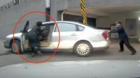 女司机忘拉手刹,下一秒惨被自己的轿车拖倒碾压!现场画面太揪心