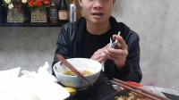 广东小伙做吃播,幽默的态度,看起来太过瘾了!