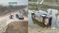 路口一天内2场事故 小车为避电动车冲入水沟