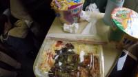 为何火车上有卖饭的,人们宁愿饿着肚子也不买?列车员说出实情