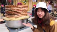 新疆喀什老城夜市的羊杂碎,5块钱一碗,本地人最爱吃!