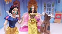 白雪公主穿上坏继母给的破旧连衣裙,彻底变成厨房女仆了