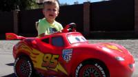 太酷了,萌宝小正太用啥方法换来了闪电麦坤的汽车呢?你知道吗?