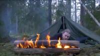 冬季大叔单人背包,森林野营,搭帐篷,砍柴,生火,烤鸡,孤独美