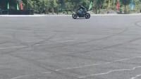 新款杂技玩车,哪怕你再是专业的赛车手,也一定要注意安全