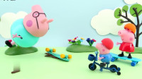 小猪佩奇和乔治玩滑板玩具故事