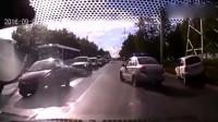 行车记录仪车祸画面——老司机,什么路都敢开