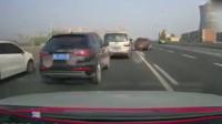"""行车记录仪:路上开车最怕遇到这样""""恶心""""的人,差点酿成大祸!"""