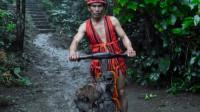 """菲律宾""""奇葩""""的摩托车,时速可达到50公里,没有链条和刹车?"""