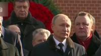 """俄罗斯庆祝""""祖国保卫者日"""":俄总统向无名烈士墓献花"""