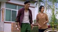 赵四教刘英骑自行车,给她做示范,谁知自己直接摔了,太搞笑了!