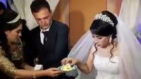 新娘婚礼上用蛋糕和新郎开玩笑被狠扇耳光