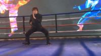 功夫巨星梁小龙助阵国际拳王争霸赛,擂台上狂秀绝技,不愧是练家子