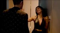 美女突然闯入小伙房间,直接就往上扑,谁知下一秒就要动杀手!