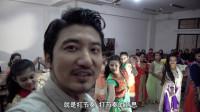 中国小哥来到孟加拉舞蹈学校参观,被当成贵宾和美女一起载歌载舞
