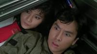 拳王和皇家师姐躲在车厢里,警官发现后却不拆穿,真是好人