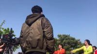 《都挺好》花絮:郭京飞跳广场舞完整版花絮,甩头发抛媚眼超搞笑!